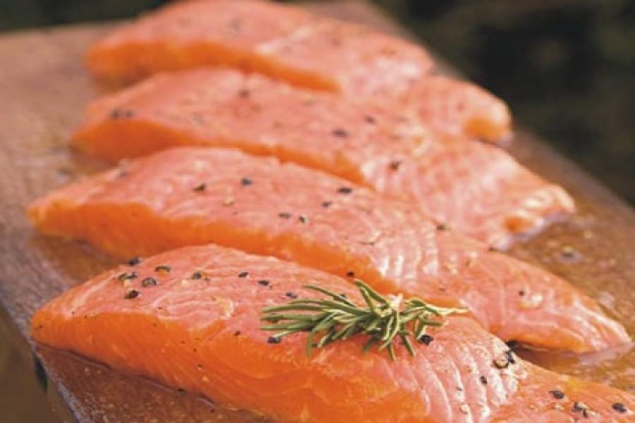 Salmon carpaccio on maritimus vinegar with maritimus chutney