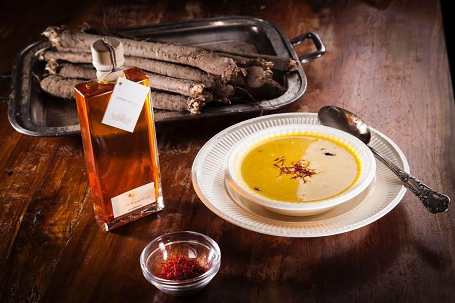 Salsify soup with saffron
